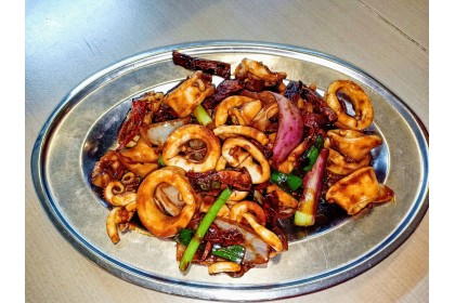 Stirfried Squids with Dried Chillies
