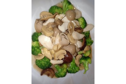 Assorted Mushrooms with Broccoli